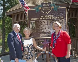 Mayor Clough, Kitty Overmyer and Lysa Stanton