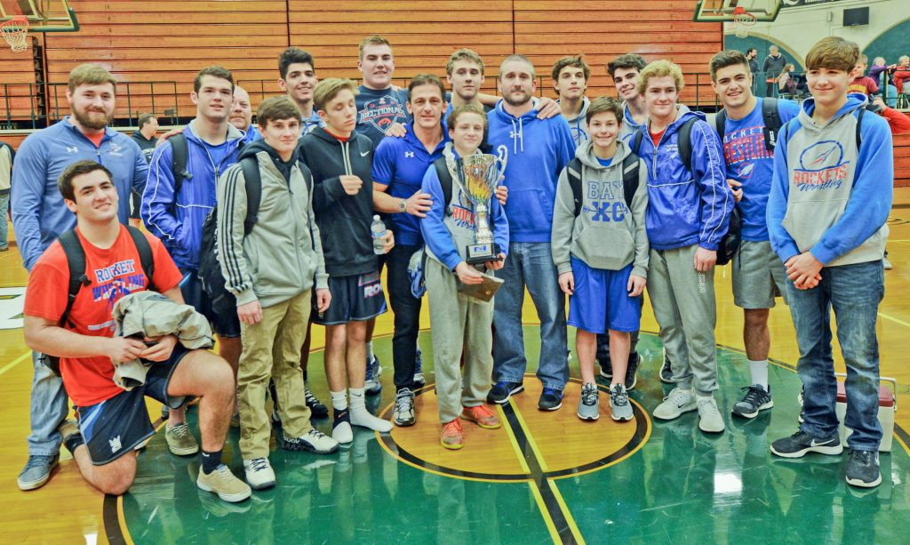 Bay Wrestlers celebrate their Great Lakes Co-Championship.